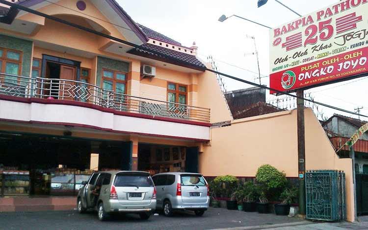 Tempat belanja oleh-oleh murah di Jogja - Bakpia-Pathok 25