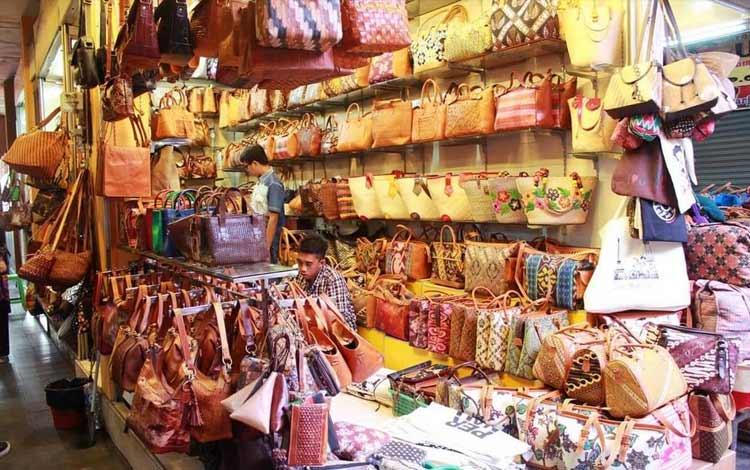Tempat belanja oleh-oleh murah di Jogja - Pasar Beringharjo