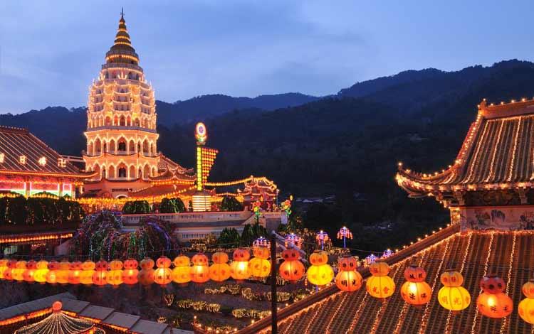 Tempat wisata terbaik dan terpopuler di Malaysia - Kuil Kek Lok Si