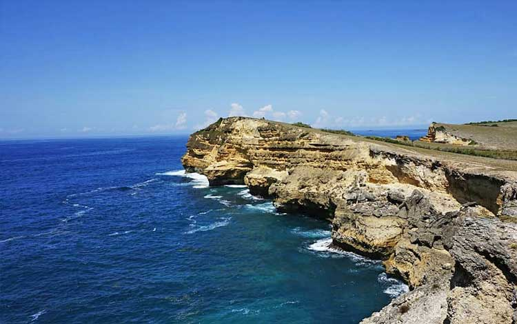 Tempat wisata terbaik di lombok - Lingkoq Datu, Pantai Penyisok