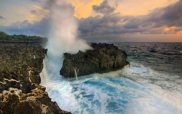 Tempat wisata favorit di Bali - Water Blow Nusa Dua