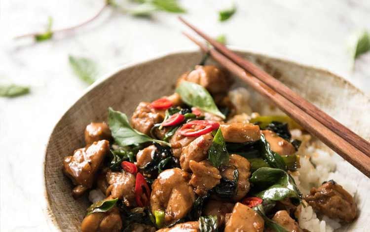 Makanan Thailand enak dan lezat di Indonesia - Basil Chicken