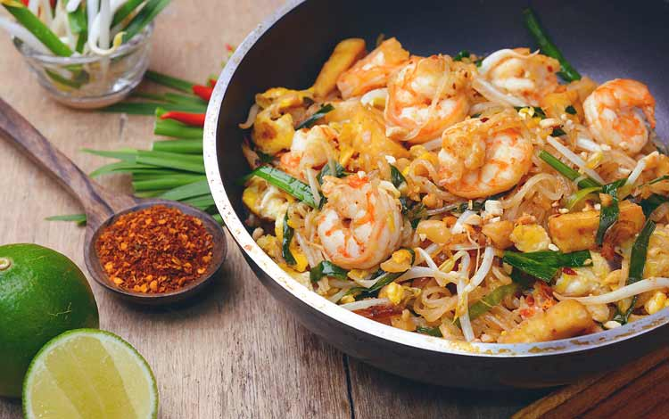 Makanan Thailand enak dan lezat di Indonesia - Pad Thai
