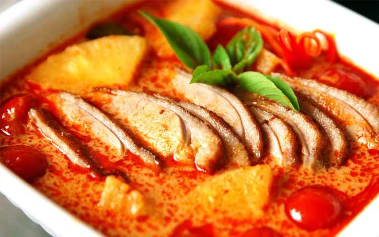 Makanan Thailand enak dan lezat di Indonesia - Thai Duck Curry