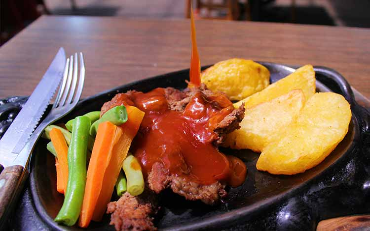 Tempat makan murah di Bandung - Steak Ranjang