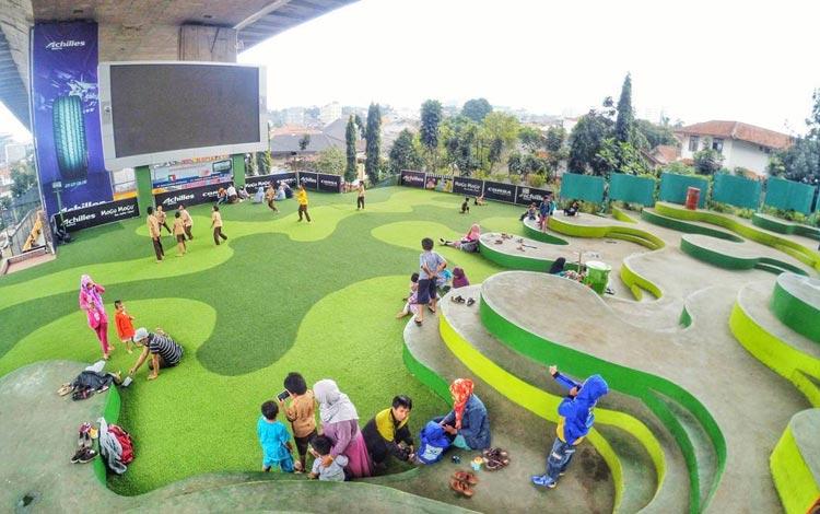 Info Terlengkap Bandung - Jalan-jalan Di Taman Kota Tematik