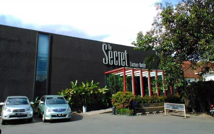 Info Terlengkap Bandung - Mengunjungi Factory Outlet