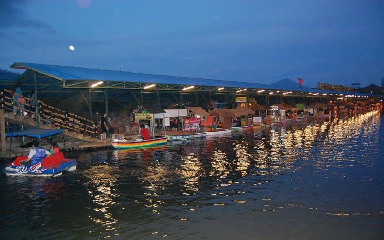 Info Terlengkap Bandung - Mengunjungi Floating Market Di Lembang