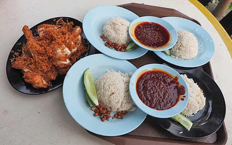 Tempat makan murah di Malaysia - Nasi Lemak Wak Kentut