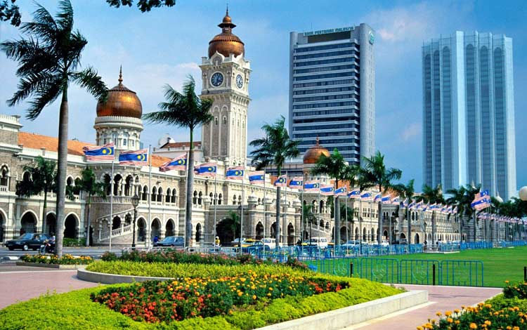 Tempat wisata terbaik dan terpopuler di Malaysia - Dataran Merdeka Kuala Lumpur