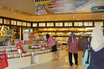 Tempat beli oleh-oleh murah khas Bandung - Toko Kartika Sari, Bandung