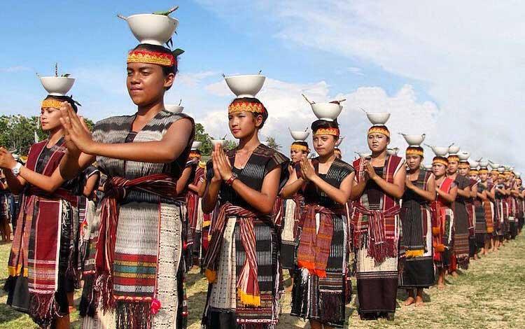 Tari tradisional Batak (Tari Tor Tor)