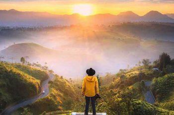 Tempat Wisata Terindah di Indonesia Bagai Negeri di Atas Awan
