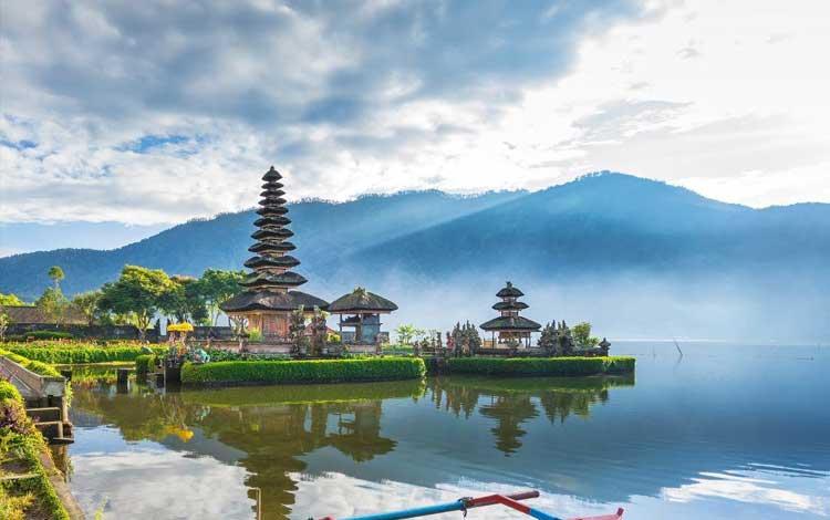 Danau terindah di Indonesia - Danau Beratan, Bali