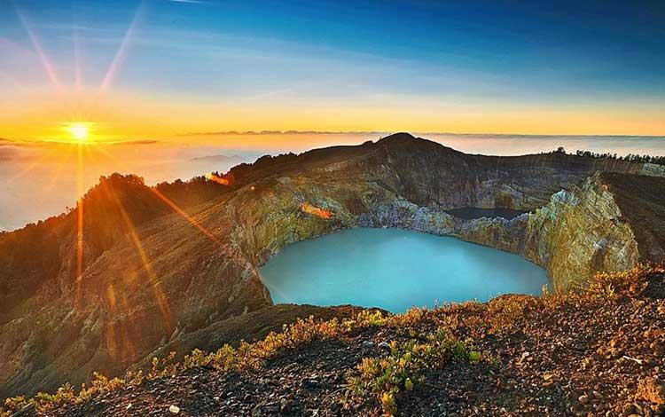Danau terindah di Indonesia - Danau Kelimutu, NTT