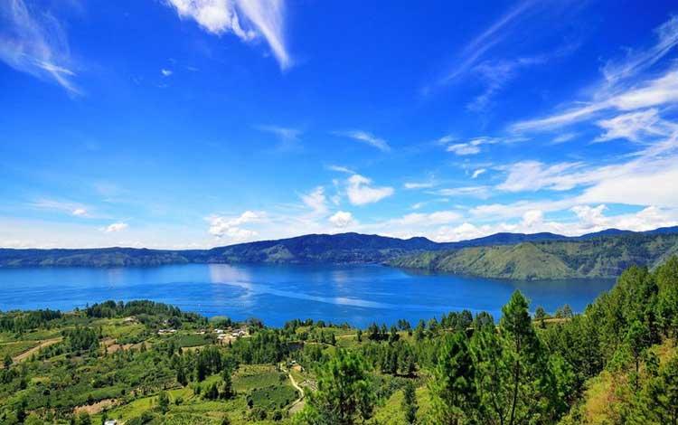 Danau terindah di Indonesia - Danau Toba, Sumatera Utara