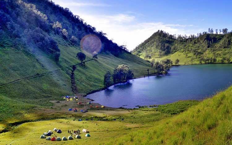 Danau terindah di Indonesia - Ranu Kumbolo, Jawa Timur