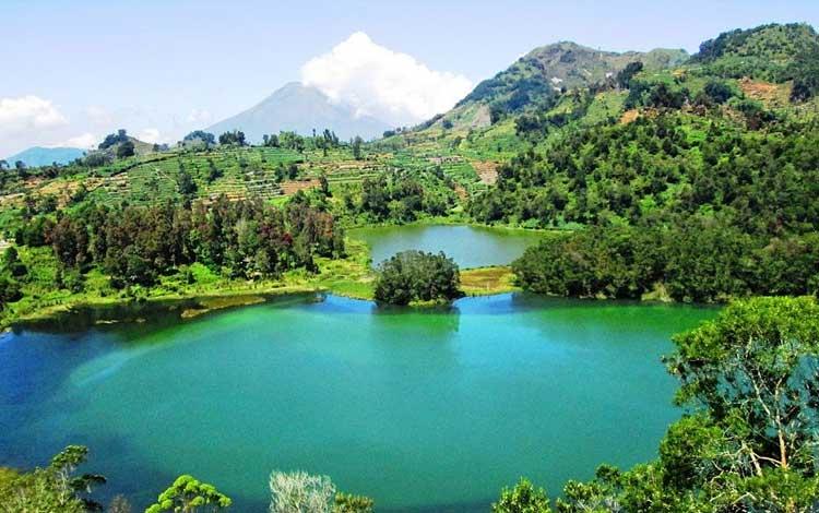 Danau terindah di Indonesia - Telaga Warna, Jawa Tengah